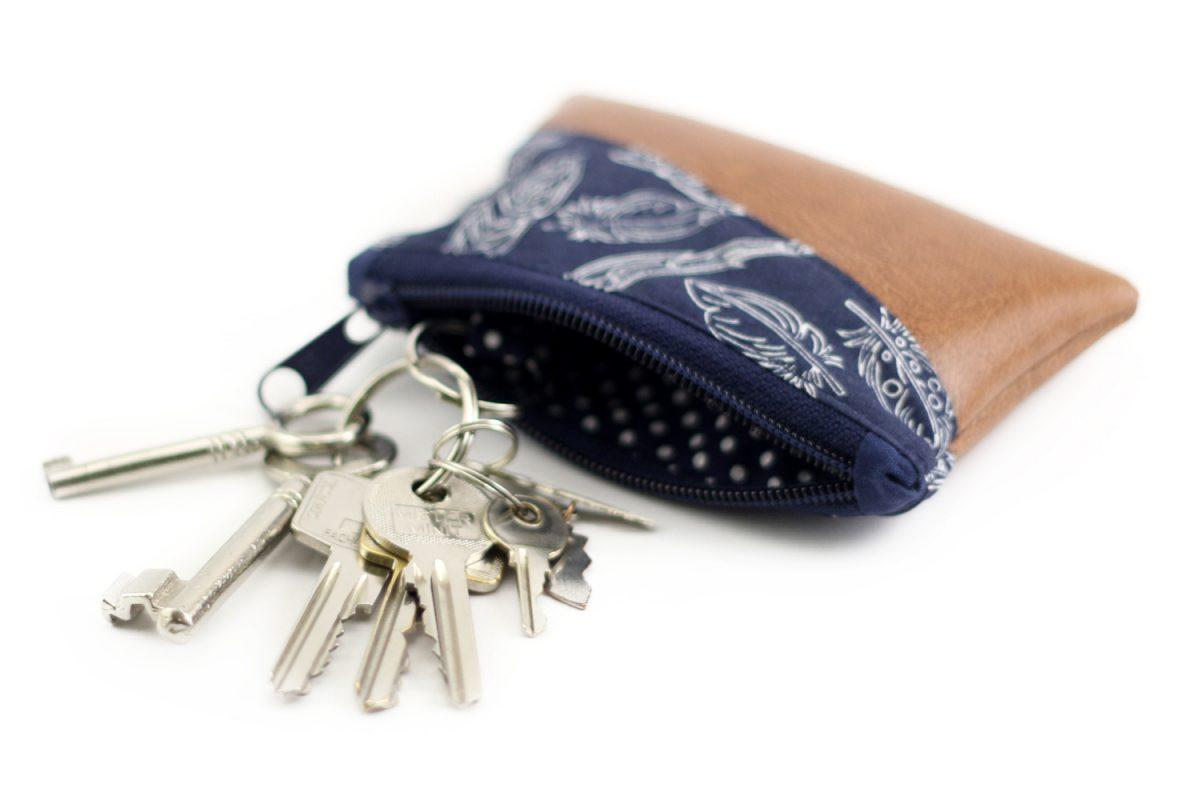 Freebook Minigeldbeutel Hansedelli Schlüsseltasche kleines Täschchen kostenloses Schnittmuster Geldbeutel nähen