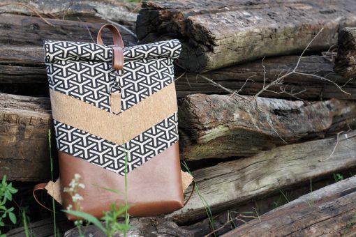 Varo Rolltop Rucksack Laptoptasche nähen geometrisch schwarz Kork