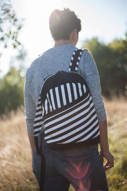 Rucksack ROANA von Hansedelli schwarz weiß gestreift Rucksack nähen Schnittmuster
