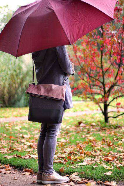 FoldOver 2.0 big Hansedelli schwarz grau rot Regenschirm große Fold Over Tasche nähen Rucksacktasche Schnittmuster Flora Köln