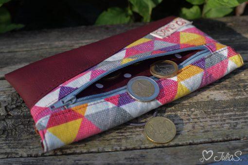 Freebook Smartphonetasche KUORI Hansedelli geometrisch Dreiecke Kunstleder Reißverschlussfach Handytasche kostenloses Schnittmuster Täschchen nähen