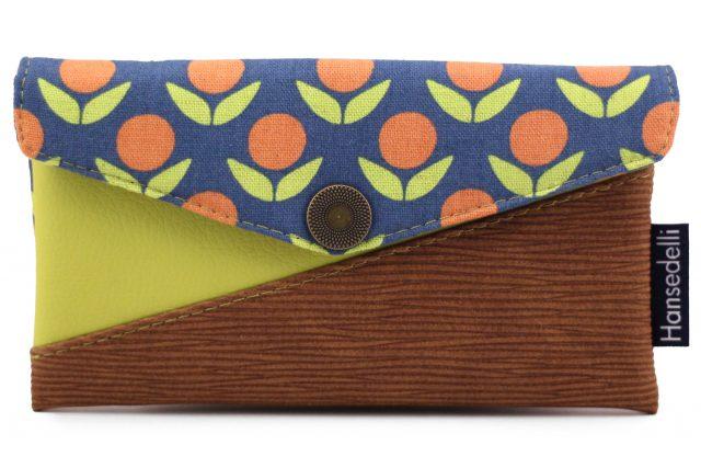Freebook Smartphonetasche KUORI Hansedelli Retro Blumen grün blau Borke Kunstleder Handytasche kostenloses Schnittmuster Täschchen nähen