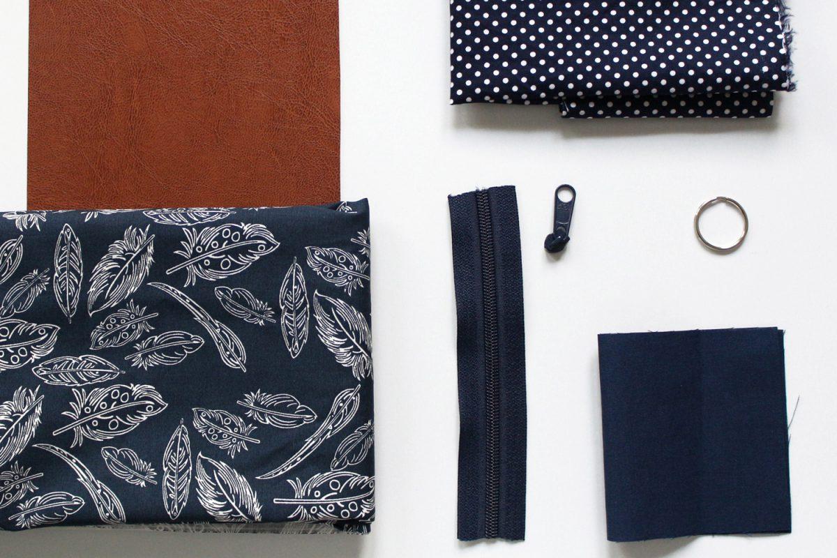 Freebook Minigeldbeutel Hansedelli benötigte Materialien Schlüsseltasche kleines Täschchen kostenloses Schnittmuster Geldbeutel nähen