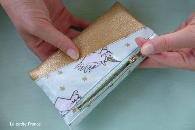 Freebook Smartphonetasche KUORI Hansedelli Einhorn rosa gold Kunstleder metallic Reißverschlussfach Handytasche kostenloses Schnittmuster Täschchen nähen
