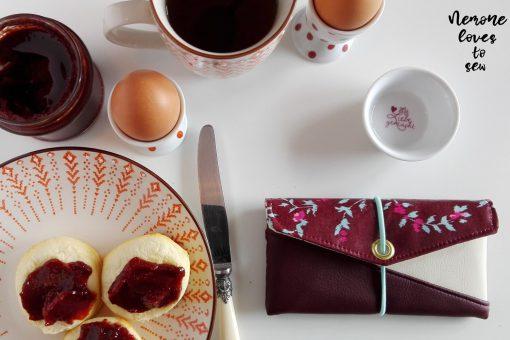 Freebook Smartphonetasche KUORI Hansedelli bordeaux weinrot Frühstück Handytasche kostenloses Schnittmuster Täschchen nähen
