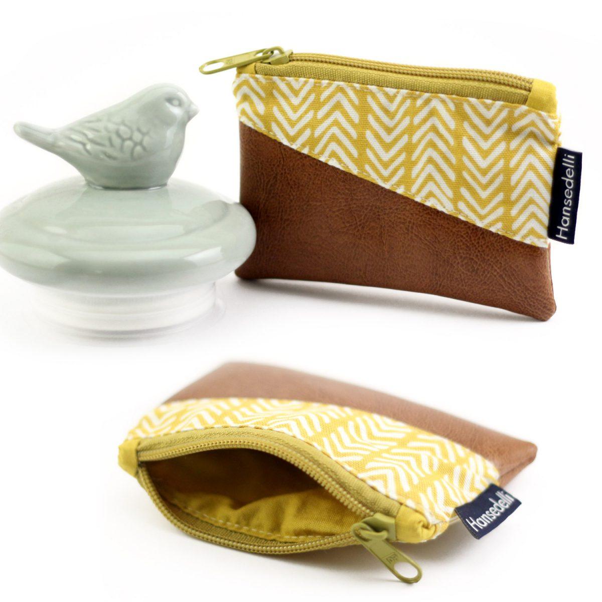 Freebook Minigeldbeutel Hansedelli gelb braun Retro Schlüsseltasche kleines Täschchen kostenloses Schnittmuster Geldbeutel nähen