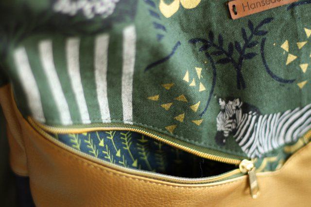 Varo Ruckack Detail Frontfach grün gold Hansedelli