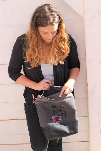 FoldOver 2.0 Hansedelli grau mit Stickerei Rosen offen Rucksacktasche nähen Fold Over Tasche Schnittmuster