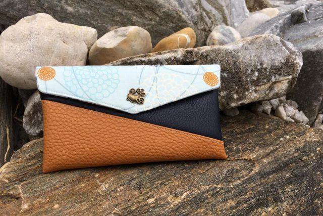 Freebook Smartphonetasche KUORI Hansedelli blau Vogel Handytasche kostenloses Schnittmuster Täschchen nähen