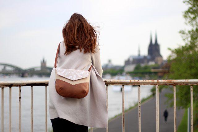 VARA Umhängetasche nähen Hansedelli Schnittmuster Tasche Federn Dom Köln