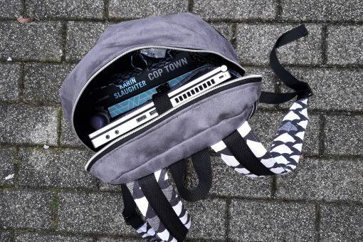 ROANO Innenansicht Hansedelli nähen für Männer Schnittmuster Rucksack schwarz weiß geometrisch