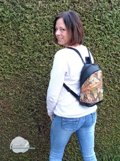 ROANI Hansedelli Kinderrucksack nähen für Kinder Schnittmuster Rucksack Cityrucksack Kork Blätter schwarz