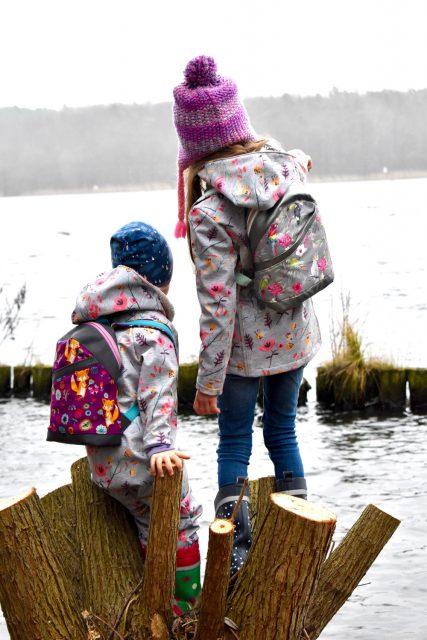 ROANI Hansedelli Kinderrucksack nähen für Kinder Schnittmuster Rucksack Fuchs Blumen Papagei grau lila