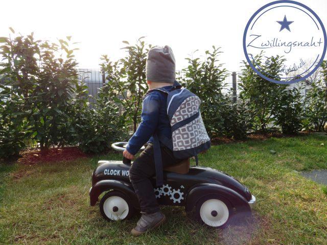 ROANI Hansedelli Kinderrucksack nähen für Kinder Schnittmuster Rucksack blau grau gemustert Spielauto