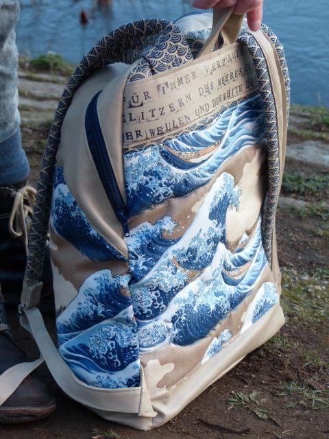 ROANO Hansedelli Rucksack nähen für Männer Schnittmuster Rückansicht Wellen japanisch