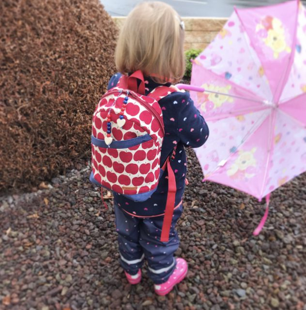 ROANI Hansedelli Kinderrucksack nähen für Kinder Schnittmuster Rucksack Apfel Canvas rot Frau Tulpe