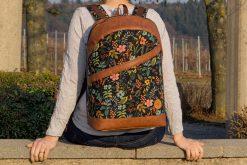 ROANO Hansedelli Rucksack nähen Schnittmuster schwarz Blumen Cotton & Steel Vintage