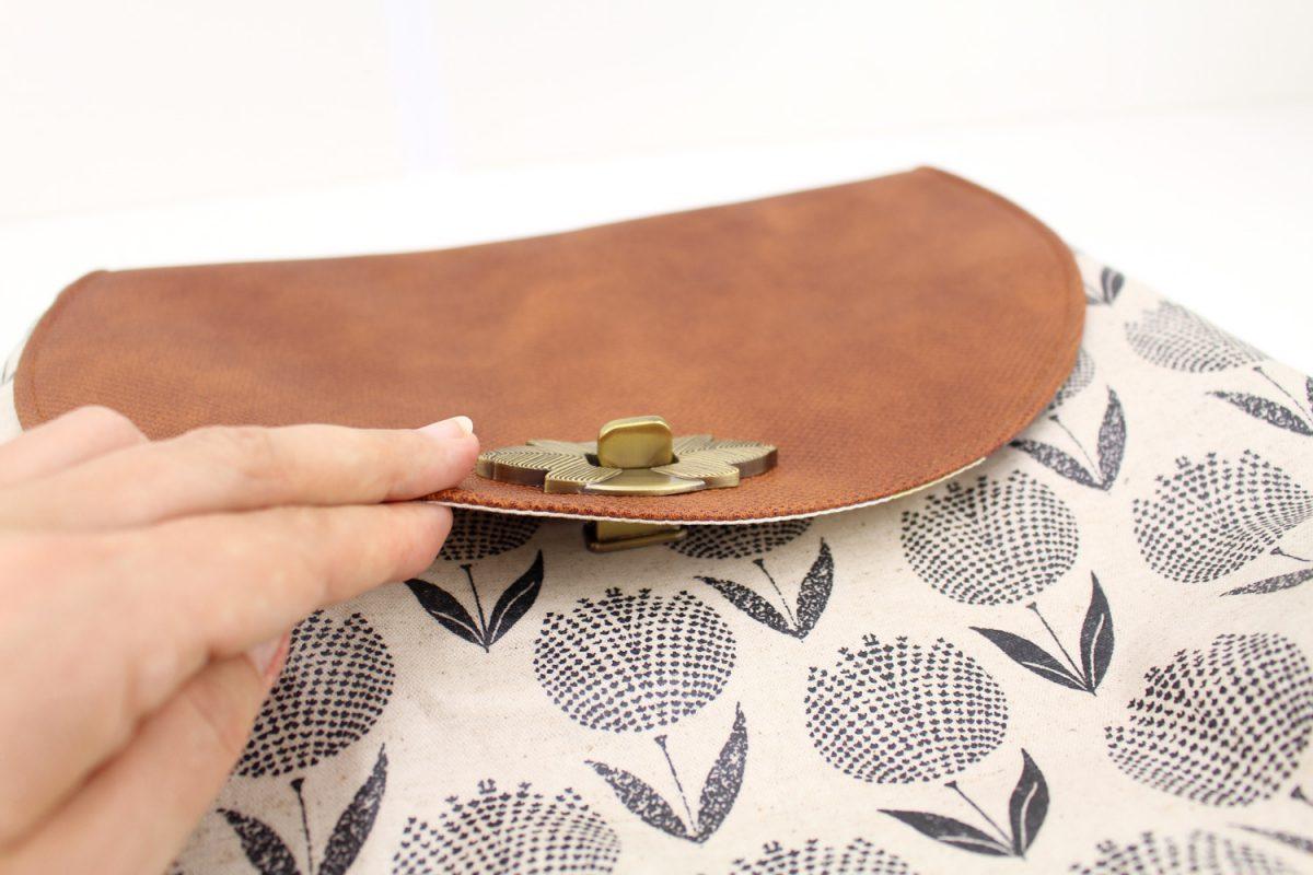 Taschenverschluss Blatt Drehschloss befestigen hansedelli Schnittmuster Bohobag Bohania