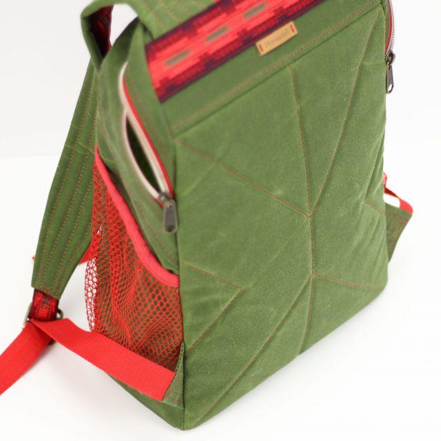 Outdoor Roana Rucksack grün Oilskin nähen rot Reißverschluss metallisiert