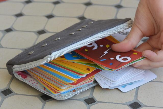Täschchen für Spielkarten nähen Aufbewahrung Schnittmuster Reißverschluss Hülle Hansedelli