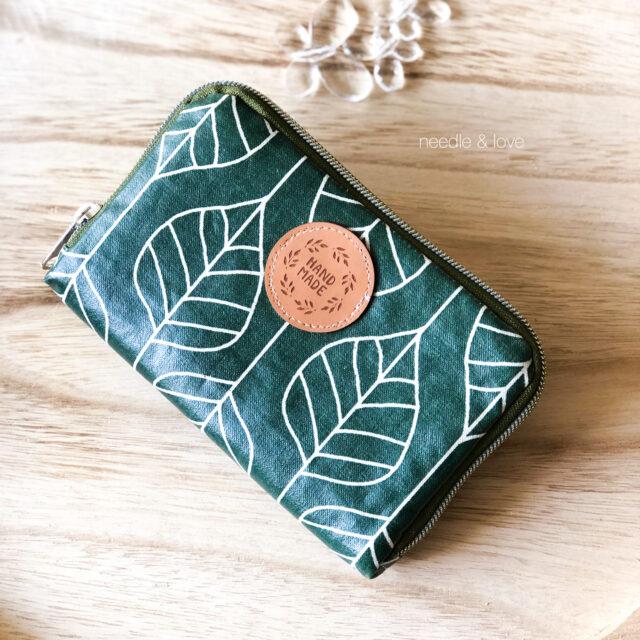 Geldbörse nähen Portemonnaie Wachstuch Lami Frau Tulpe Blätter grün handmade metallisierter Reißverschluss umlaufend Hansedelli
